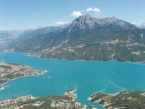 Les eaux turquoises du lac