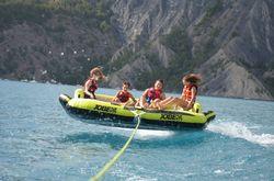 Bouée tractée sur le lac - par Natu'roll